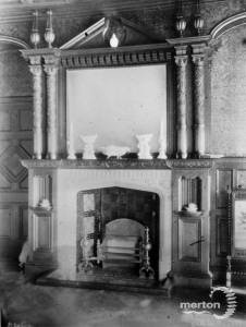 Abingdon, 18 Dorset Road: Fireplace in the hall