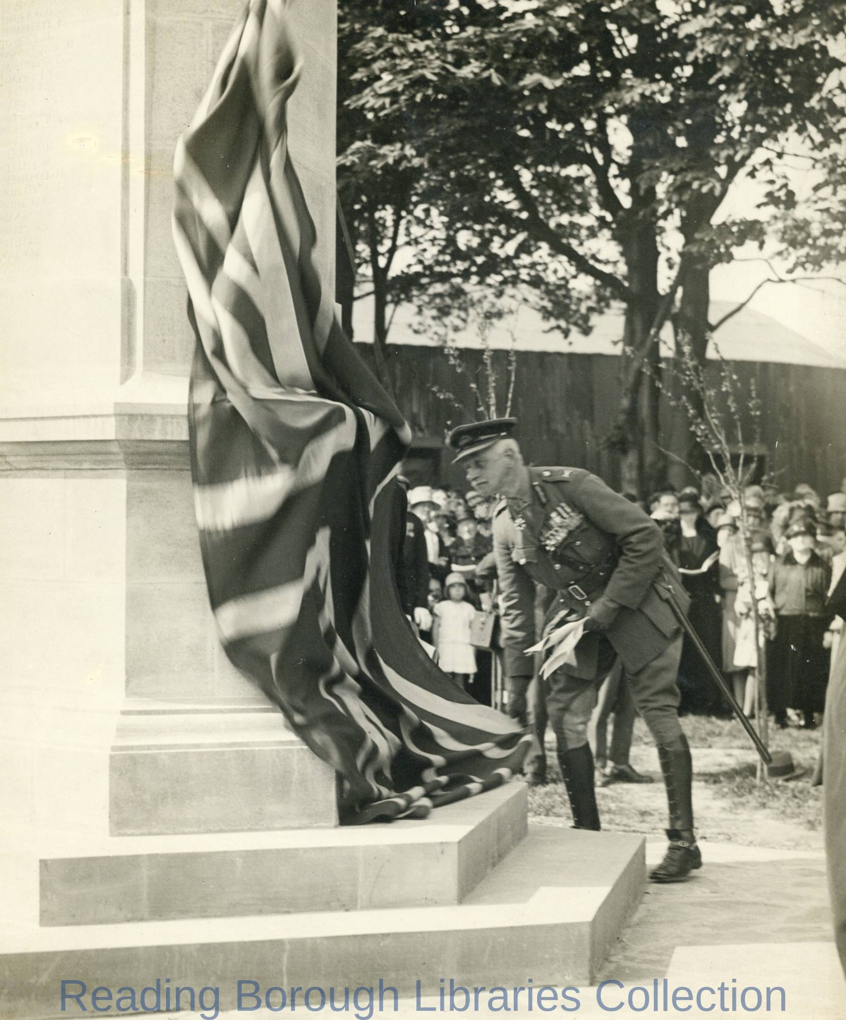 The unveiling of the Caversham War Memorial in Christchurch Meadows, 5 May 1928.