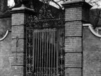Church House: 17th century entrance gate
