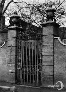 Church House: 17th century entrance gate