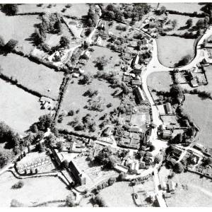 Li15192 Aerial Photograph of Ewyas Harold  query1972.jpg