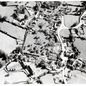 Li15192 Aerial Photograph of Ewyas Harold  query1972.jpg