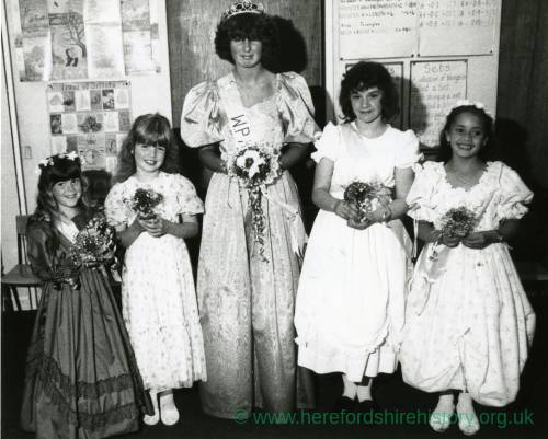 RG4636 Whitchurch Carnival Queen and her attendants, 24th September 1987.jpg