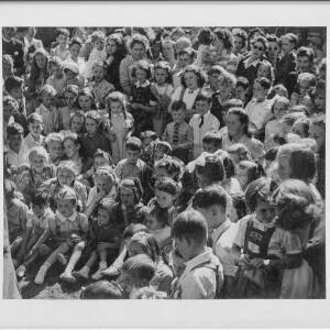 415 - Children watching Punch and Judy