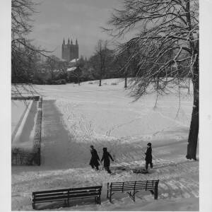 465 - Three youngsters sledging on Castle Green