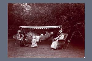 Suffragettes relaxing in the garden of Dorset Hall