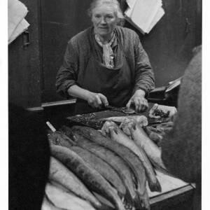 472 - Woman gutting fish
