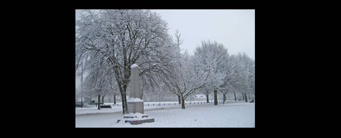 2009 The Green Houghton Regis in winter showing the Memorial Stone