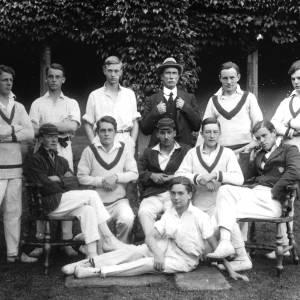 G36-542b-05 Hereford Cathedral School cricket team with Dick Shepherd .jpg