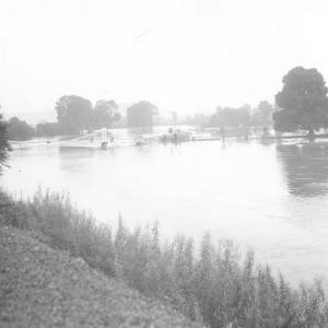 Floods at Victoria Bridge Hereford, 20 Aug 1912.