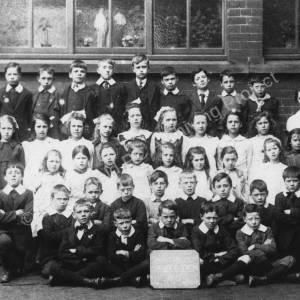 Class at Mortomley Roman Catholic School, 1919.jpg