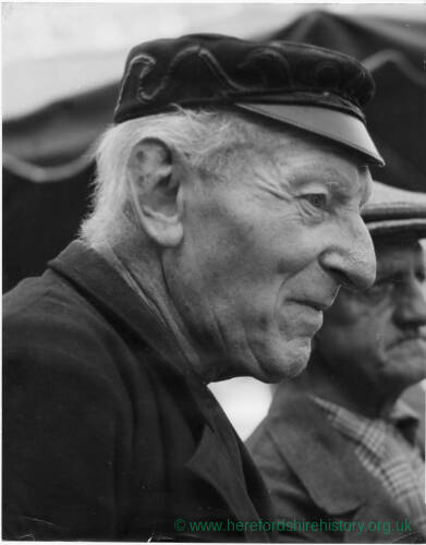 194 - Elderly man wearing cap