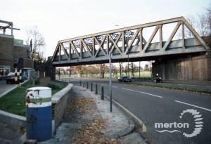 London Road, Morden: Iron Bridge