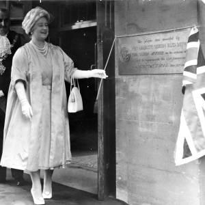 Queen Mother at Blue Coat School unveiling plaque