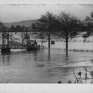 "699 - ""Flood Water"" at Victoria Bridge"