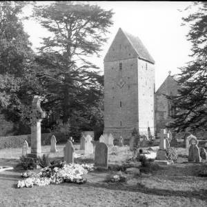 G36-211-02 Kinnersley Church.jpg