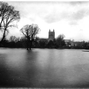 G36-511-11 View of Hereford Cathedral from flooded Bishops Meadow.jpg