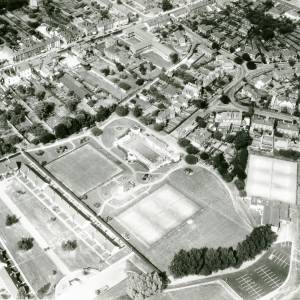 Li15108 Herefordshire - Aerial photo of Leominster 1969 - Etnam Street, Sydonia and playing fields.jpg