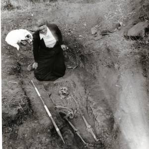 Sutton Walls, iron age skeleton, 1949