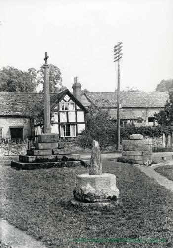 Bodenham, market cross & war memorial, 1928