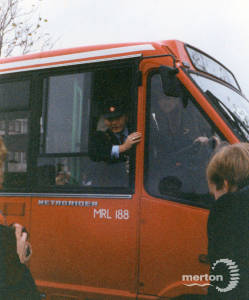Launch of 152 service from Pollards Hill to New Malden