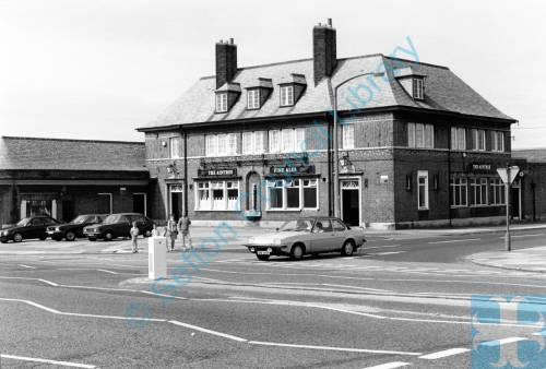 """The Aintree"" public house, Aintree Road, Bootle, 1987"