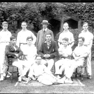 G36-476-20 Hereford Cathedral School cricketers with Dick Shepherd .jpg