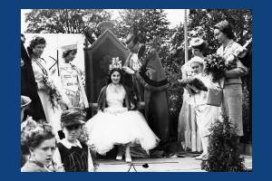 Crowning Mitcham's Queen on Cricket Green