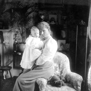 G36-541-19 Lady [as G36-541-15] with small dog and baby.jpg