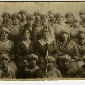 Nellie Lambert and fellow munitions workers, 1918