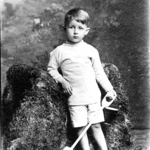 G36-549-10 Small  boy with bucket and spade.jpg