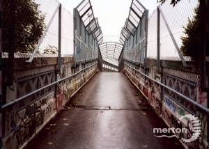 Morden underground: Footbridge over tracks