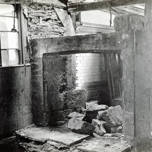 Nash's House, High Town, Hereford, fireplace 1930