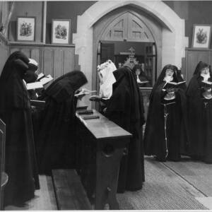 489 - Group of nuns singing