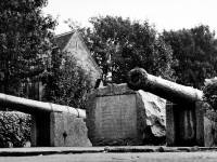 Nelson Gardens, High Path: Ornamental cannon