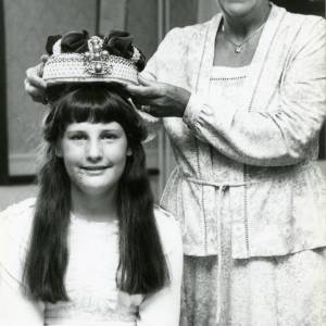 RG1898 Girl receiving crown from a lady, 28th July 1983.jpg