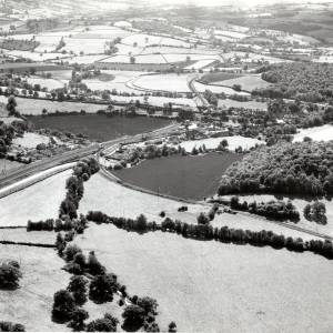 Li14055 Herefordshire - Pontrilas - Aerial View - Aerofilms 139518.jpg