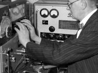 Mr Leslie Knight , Mitcham's blind amateur radio enthusiast