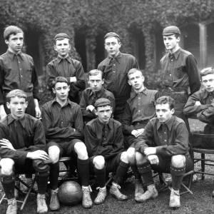 G36-435-07 Hereford Cathedral School football team.jpg