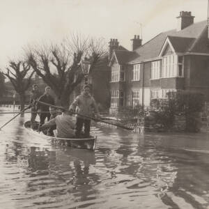 Greyfriars Avenue residents being helped by Hereford Rowing Club after a flood.