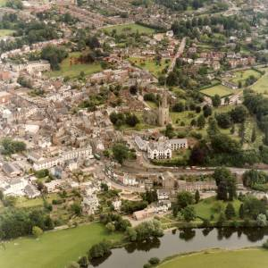 Li14980a Aerial photo of Ross-On-Wye 1988.jpg
