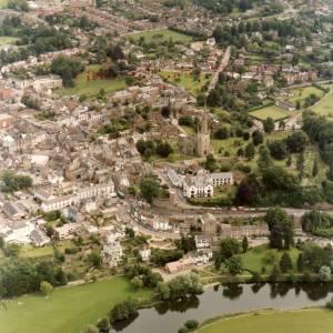 Li14980a Aerial photo of Ross-On-Wye 1988.jpg