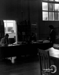 Enquiries desk, Wimbledon Library