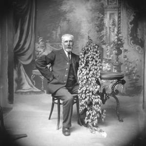 G36-252-14 Portrait of elderly man, seated, holding a large hop vine.jpg