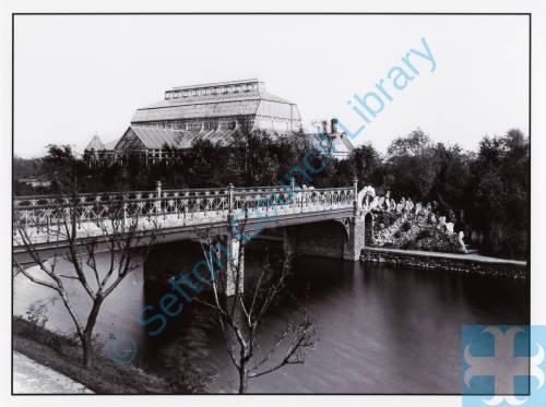 Botanic Gardens, Conservatory and bridge