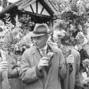 Refreshment stop at the Fownhope Heart of Oak Club Walk, 1960