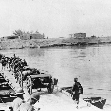 Photo of Soldiers crossing the Diyala River near Baghdad