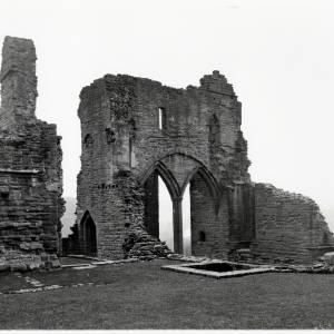 Gateway, Goodrich Castle, c1933