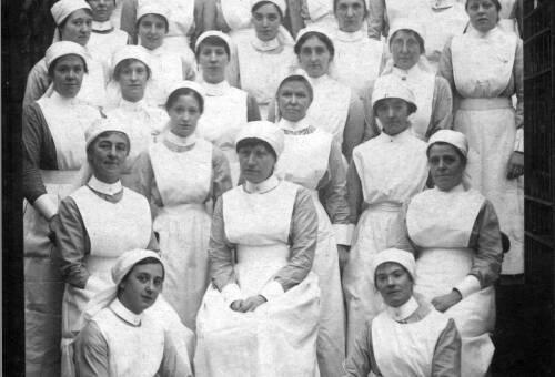 031 Nurses outside the Memorial Hall