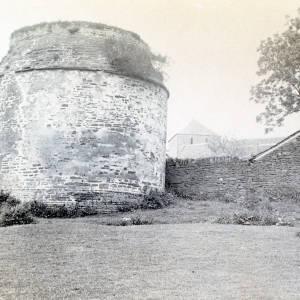 Li373 Garway Pigeon House (ii) 1915.jpg